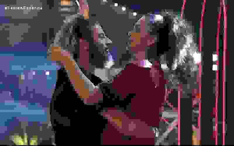 Cartolouco e Luiza Ambiel dançam juntos na festa - A Fazenda 12