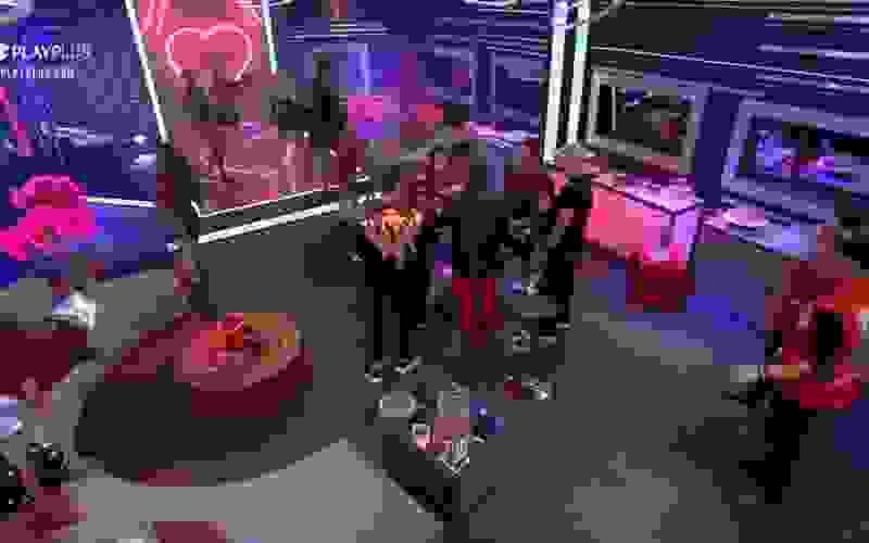 Peões arrasam na pista de dança ao som de The Pussycat Dolls - A Fazenda 12